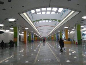 上海ディズニー駅コンコース