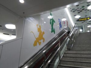 上海ディズニー駅のエスカレーター