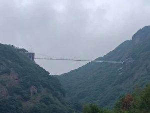 梁皇山のガラス吊り橋
